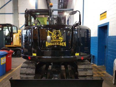 Ein einzigartiges Fahrzeug - der Bagger unseres Kunden Bagger-Ben mit unserer hochwertigen Aufkleberfolie.