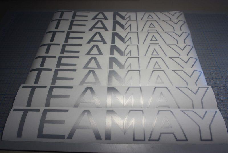 Individuell gestaltete Aufkleberfolien für das Autohaus TEAMAY in Stade