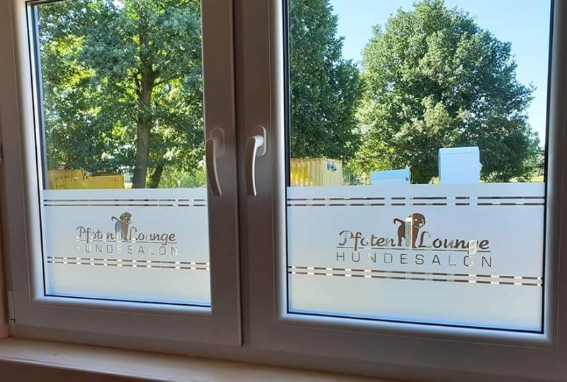 Milchglasfensterfolie für Pfotenlounge