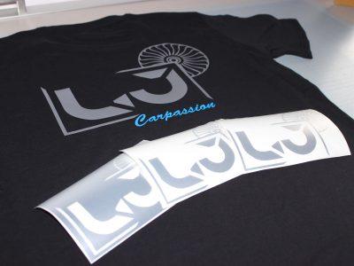 T-Shirts und Aufkleber für einen Tuning-Fan.